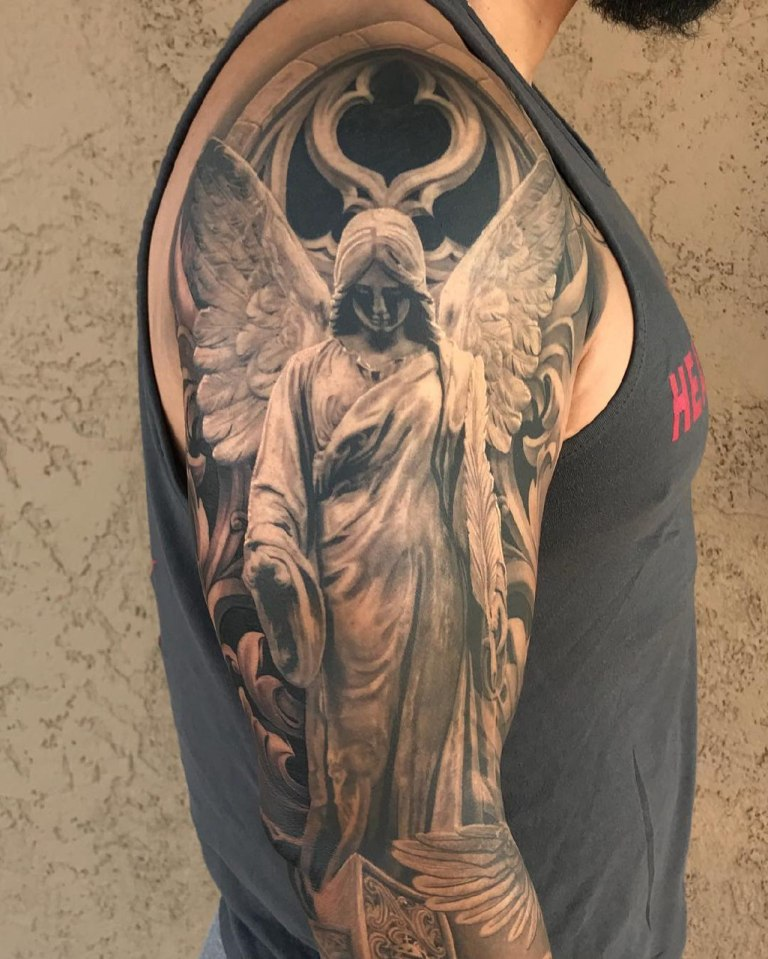 новое тату на руке ангел с мечом фото получил