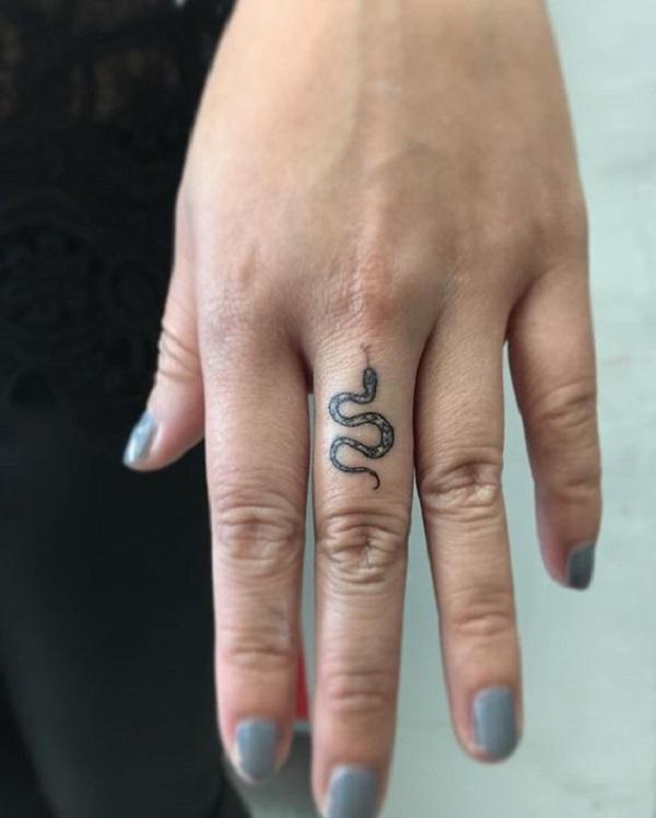 Татуировка змеи на запястье: 100+ фото идей: Тату Змея для девушек и мужчин  – Тату змея на руке в каталоге Drawinks 842 фото, значение — tattoo -goodwin.ru